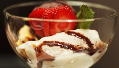 Cream Cheese Gratin with Strawberries and Vanilla ice cream Recipe