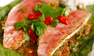 Cuisinart - Banana-leaf wrapped red mullet with tomato and chilli